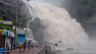 Kutralam main falls flood